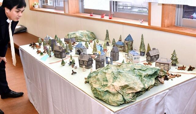 十郷彩釉会作品展=福井県坂井市のJR丸岡駅構内ギャラリー