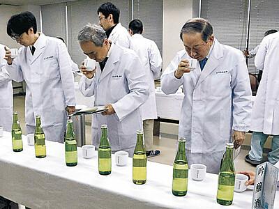 清酒「白山」を審査 松任産業会館、全32点合格