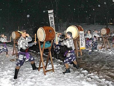太鼓の音と雪景色 趣深く 南魚沼で雪美洞祭