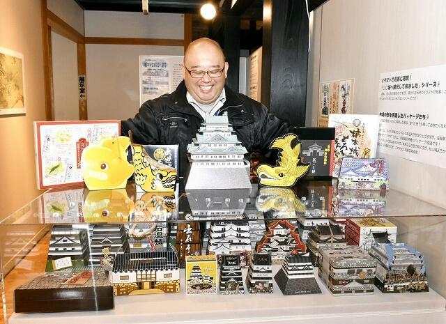 大野康弘館長が30年以上かけて収集した食べ物に関する城の土産品のコレクション=福井県美浜町佐柿の若狭国吉城歴史資料館