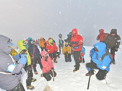 冬山登山の安全を学ぶ 北ア・西穂山荘が講習会