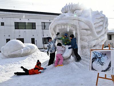 歓喜も苦悩も雪像に込め 飯山できょうまで「雪まつり」