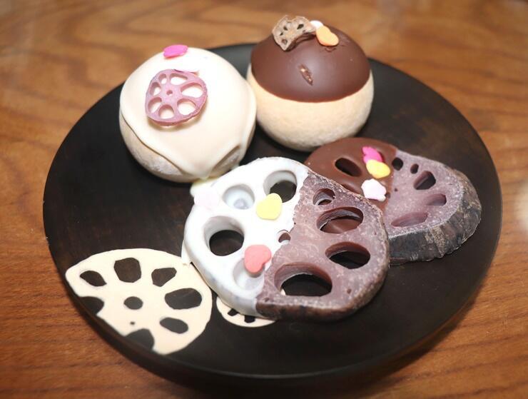 五泉市の婦人服店と和菓子店がコラボした「恋婚(れんこん)チョコ」