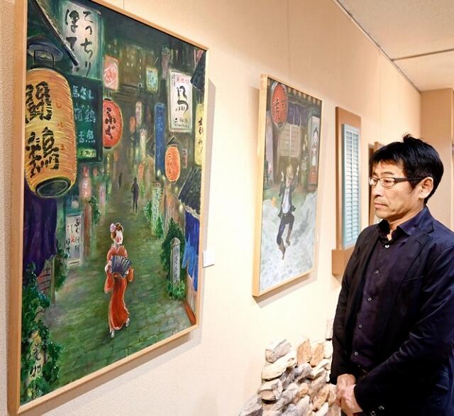 美術家の岩永勝彦さんの遺作が並ぶ作品展=2月10日、福井県福井市春山1丁目のカフェさくら通り