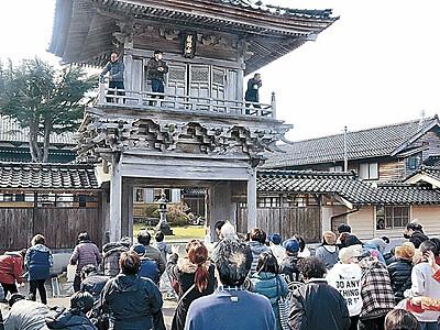 輪島・蓮江寺 「犬の子まき」で健康願う