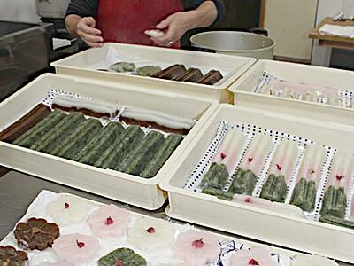 甘い「からすみ」お試しを 伝統の和菓子、大桑で販売