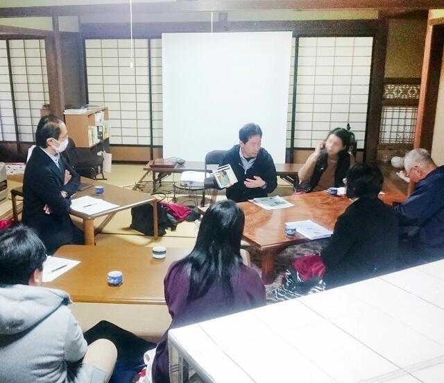 空き家再生の取り組みが紹介されたまちづくり講座=2月16日、福井県小浜市のアイザワ商店