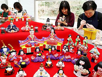 ひな人形作り最盛期 とやま土人形工房