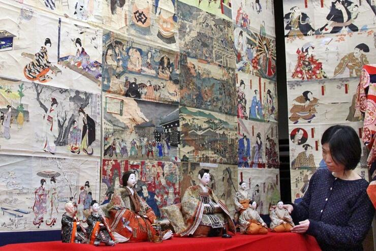 「ひいな祭り」の準備が進む照専寺和順会館=20日、小千谷市平成2