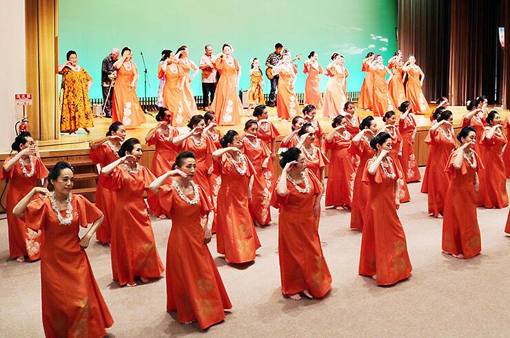 約50人が出演した「フラハラウ ケオラロア オ カレファ プアケア」のステージ