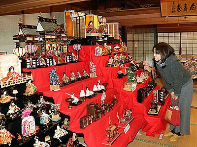 江戸から昭和のひな人形そろう 福岡地域でまつり