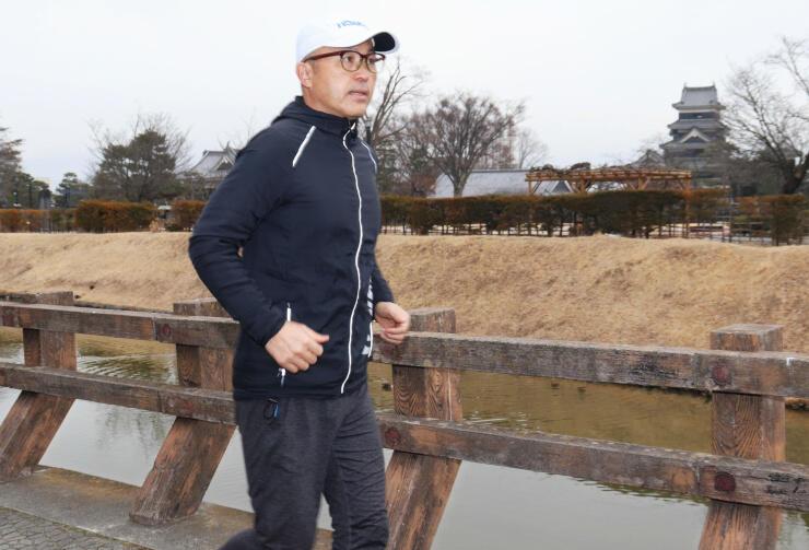 松本城周辺を試走する金さん