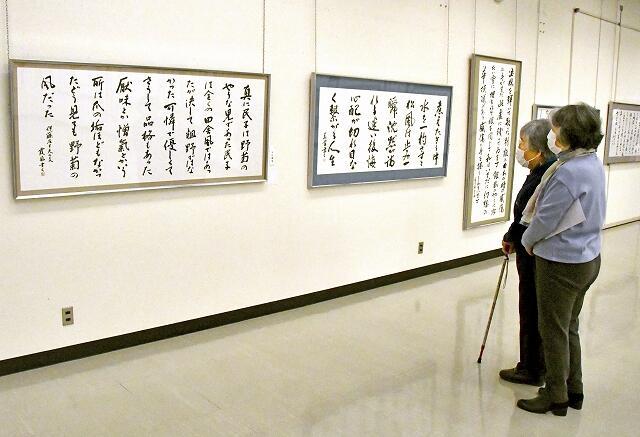 会員の力作約100点が並ぶ作品展=2月28日、福井県福井市の県立美術館