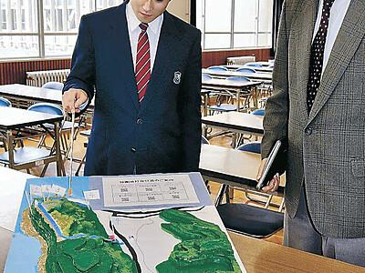 一目で分かる禄剛埼灯台 飯田高生徒が地形模型