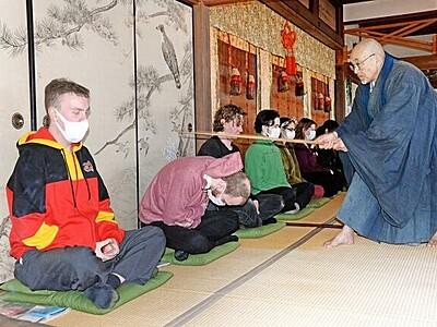 釈宗演の精神、訪ね学ぶ 外国人ら座禅体験 福井・高浜