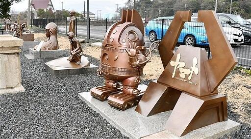 敦賀赤レンガ倉庫横に移設された「宇宙戦艦ヤマト」関連のモニュメント=福井県敦賀市金ケ崎町
