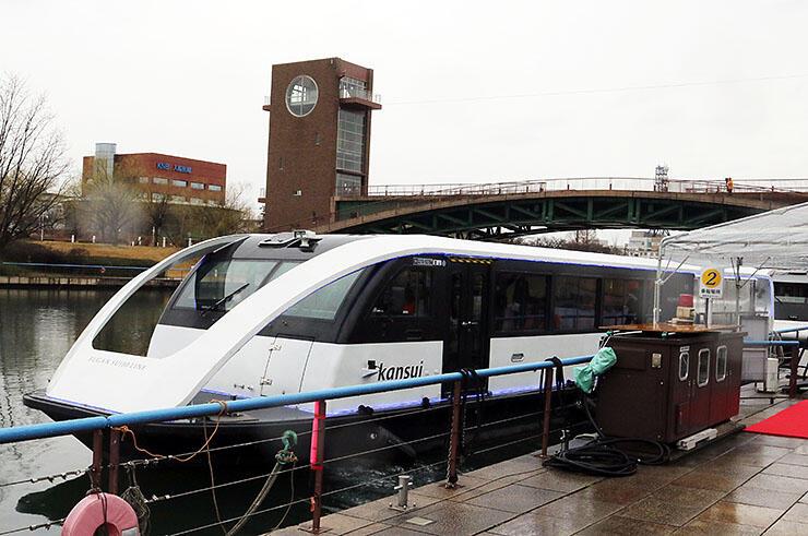 2020年の運航を開始した「富岩水上ライン」のクルーズ船=富岩運河環水公園