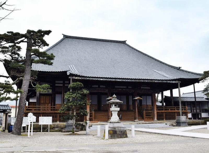 国の登録有形文化財に答申された陽願寺の本堂=越前市本町