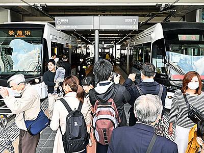 富山の路面電車、南北直通運転始まる