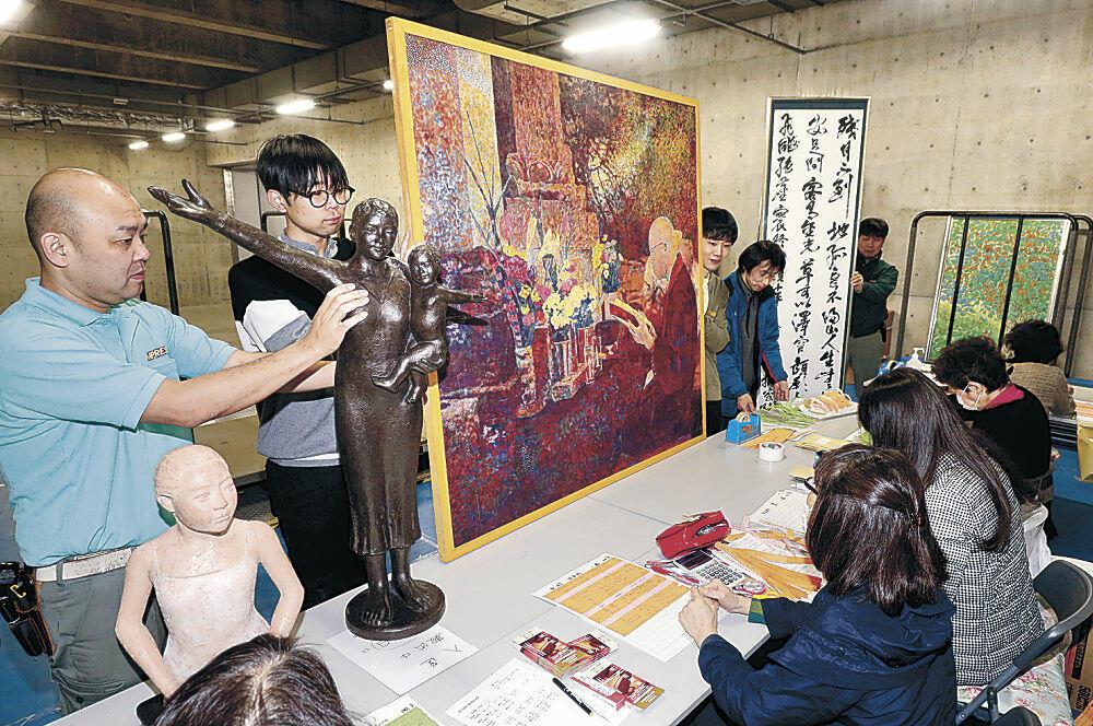 作家の意欲作が持ち込まれた会場=金沢21世紀美術館