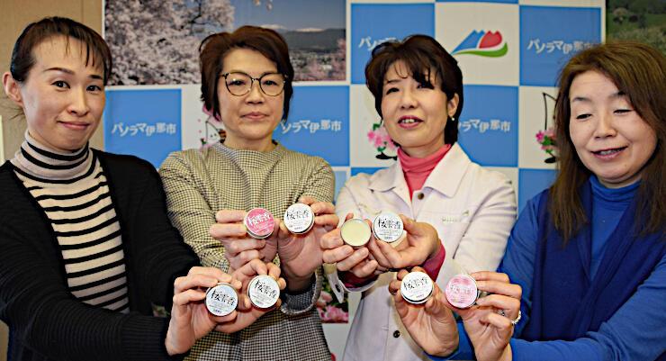 桜雫香をPRする女性部のメンバー