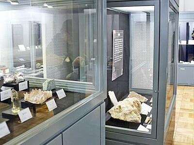 大地彩るカラフル鉱物 福井市自然史博物館で展示