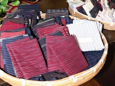 亀田縞 用途多彩 聖籠で展示販売