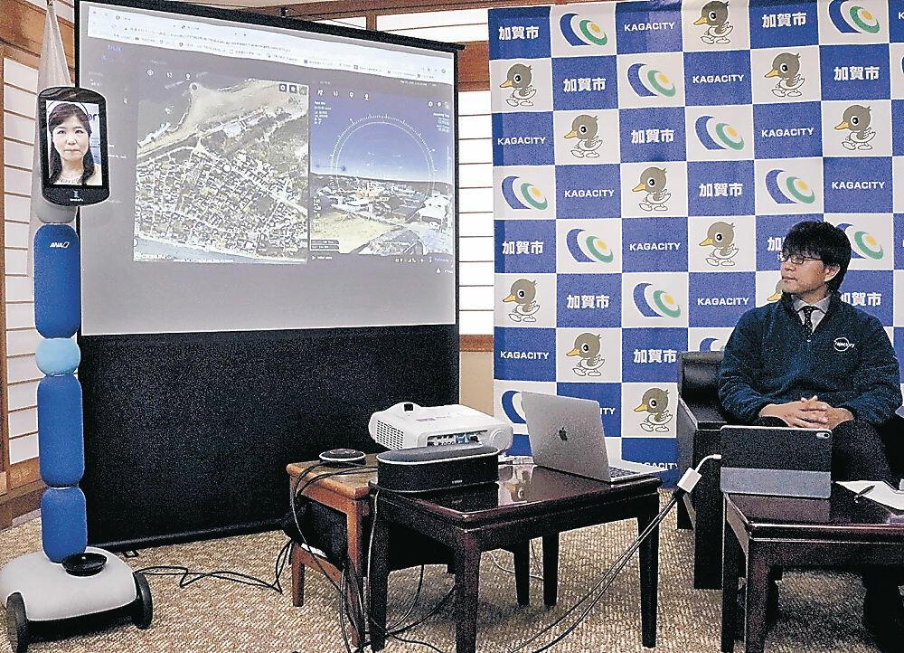 ドローン用の高精度3Dマップを説明する関係者=加賀市役所