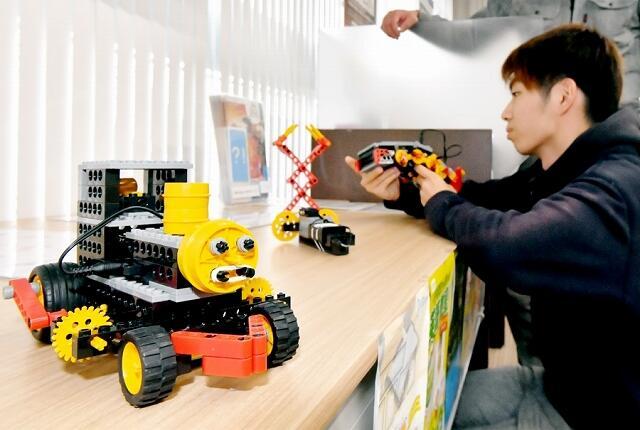 ロボット教室生が力作を展示=福井県福井市の福井銀行種池支店