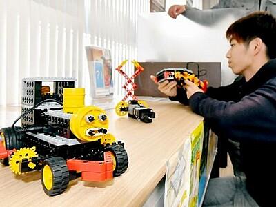 ロボット教室生が力作 福井で作品展