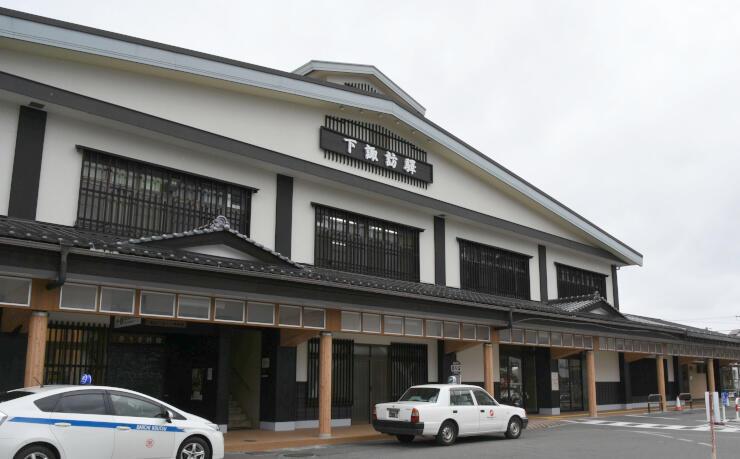 下諏訪駅の新駅舎。宿場町の街並みなどをイメージした