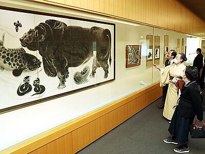 「発見!画人たちと富山」開幕 多彩な墨の表現見比べ