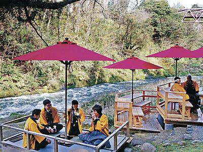 「川床」で絶景堪能を 山中温泉で営業開始