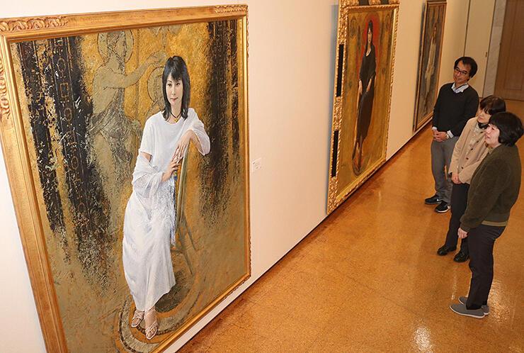 「アドレーション バプテスト ヨハネ」(左)など藤森さんの画業をたどる作品展