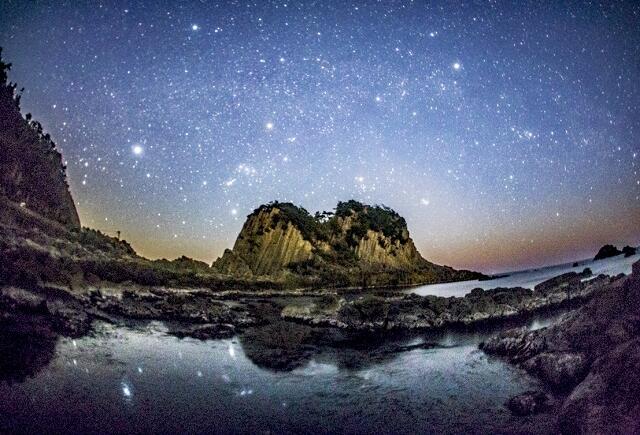 昨年のコンテスト最優秀賞の「鉾島と星空」