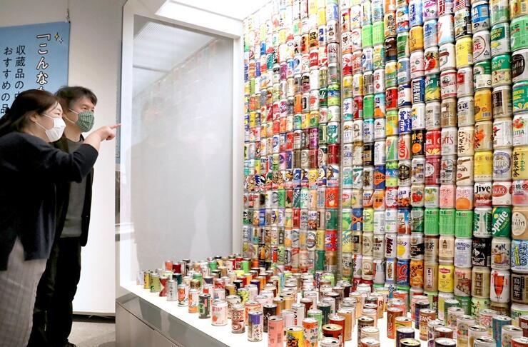 学芸員がお勧めの収蔵品を紹介する「いっぴん」展=11日、新潟市中央区