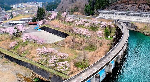 福井県の九頭竜湖の鷲ダム