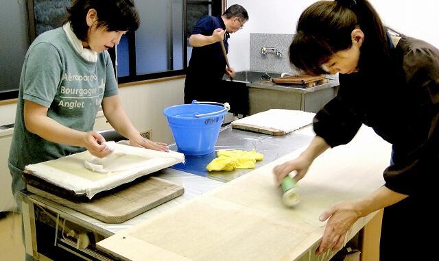 福井県大野市の和泉地区で受け継がれる「穴馬紙」