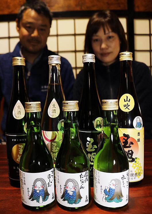 「アマビエ」をモチーフにしたラベルやシールが貼られた日本酒