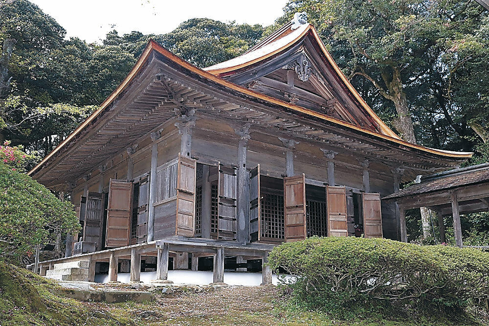 修繕工事が完了した三光堂=羽咋市滝谷町の妙成寺