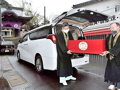 蓮如上人の御影、静かに到着 福井県あわら市・吉崎
