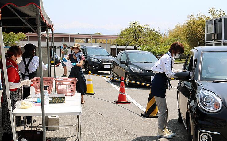 宇奈月温泉の飲食店も参加して行われたテイクアウトマルシェKUROBE