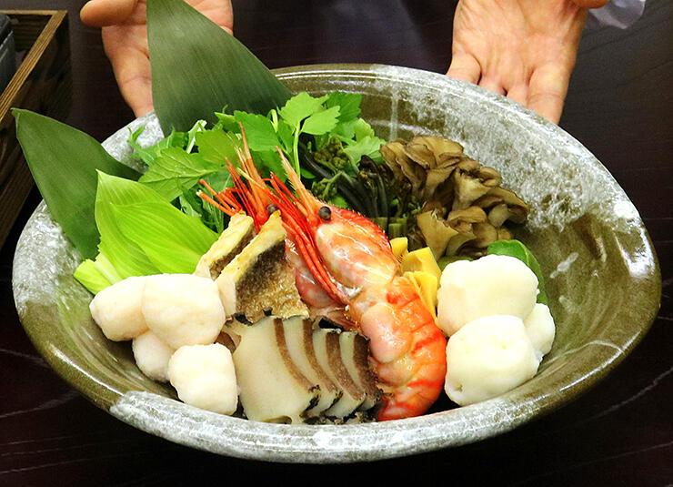 富山産の豪華な食材がふんだんに使われた「富山湾 海鮮出汁鍋」