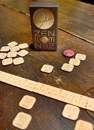 川口さんが開発した自分の心と向き合うボードゲーム「ZENタイル」