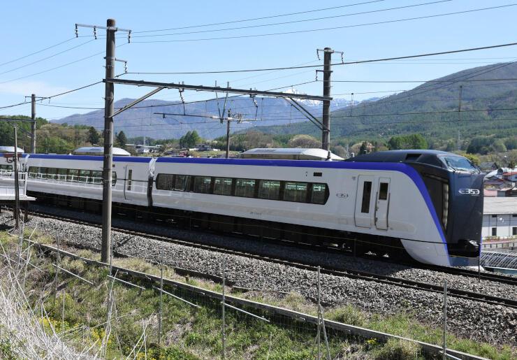 28日以降の減便が決まったJR中央東線の特急あずさ=8日、富士見町