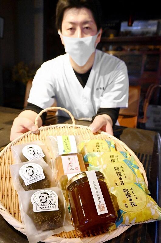 自宅で全国の和菓子が味わえる詰め合わせセット「旅する和菓子」=福井県小浜市一番町の「伊勢屋」