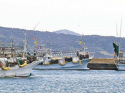 スルメイカ漁活気づく 輪島・鹿磯漁港