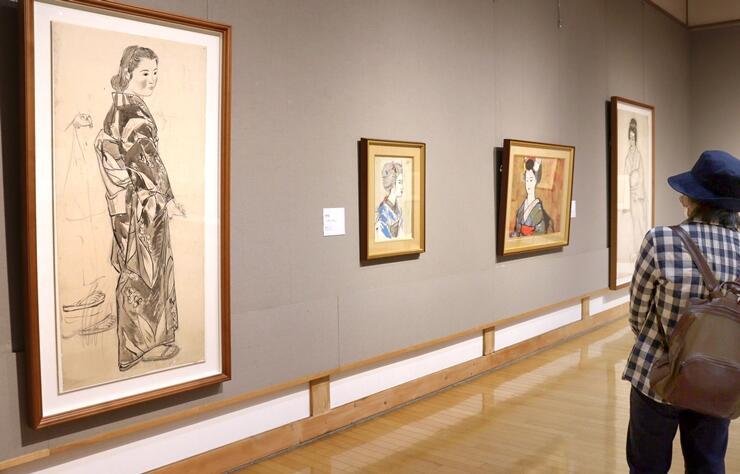 横山操の風景画や人物画などを展示している作品展=24日、新潟市西区の雪梁舎美術館
