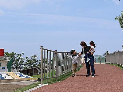 「スカイウォーク」渡り初め チューリップ公園再開