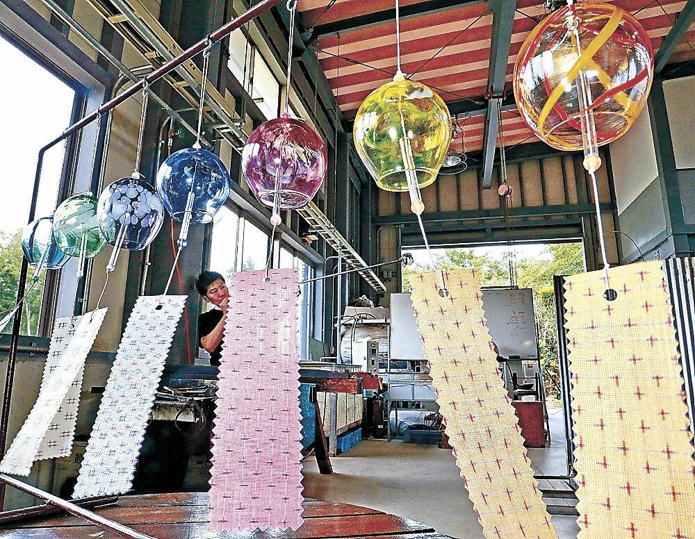 生産が最盛期を迎えたのと風鈴=七尾市の能登島ガラス工房